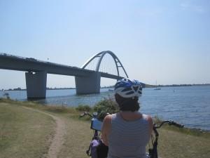 Fehmarn-Brücke mit kräftigem Wind